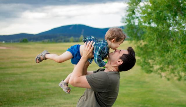چرا خانوادهها باید بیمه عمر بخرند؟